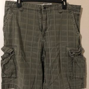 Plugg Men's Cargo Shorts - 34W with plaid pattern
